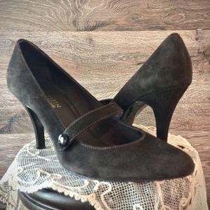 Anne Klein Ladies Size 7 Brown Suede Heel Pumps
